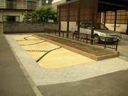 菜園とアプローチ(駐車場)