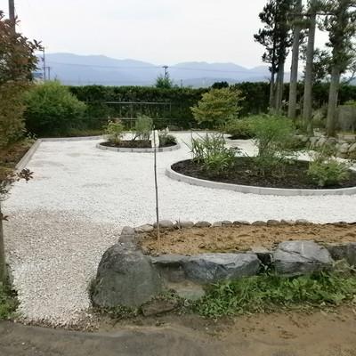 石張りで除草対策画像1