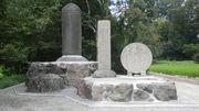 無限軌道の石碑
